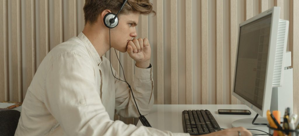 Image of customer support agent