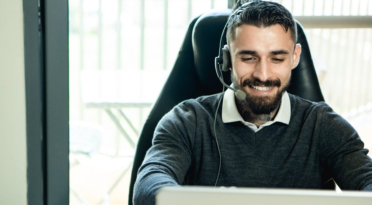 Customer support agent with headset